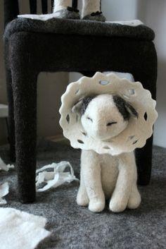 Ирина Андреева - Снежинки Clay Dolls, Art Dolls, Needle Felted Cat, Felt Cat, Cat Crafts, Doll Maker, Kawaii, Wool Felt, Dollhouse Miniatures