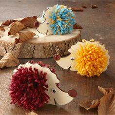 Igel Pompon Figuren | Basteln für die Herbstdekoration | Jahreszeiten Kunsthandwerk | Kunsthandwerk ...  #basteln #figuren #herbstdekoration #jahreszeiten #kunsthandwerk #pompon