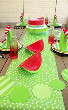 Easy Summer Watermelon Birthday Party I'm sharing how I set up this cute watermelon-themed summer bi Baby Shower Watermelon, Watermelon Birthday Parties, Fruit Birthday, Cute Watermelon, 10th Birthday Parties, Summer Birthday, Party Summer, Summer Kids, Watermelon Party Decorations