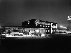 images about Old Gas Stations, Car Dealers, Service Garages . Used Car Lots, Chevrolet Dealership, New Car Smell, Pompe A Essence, Old Gas Stations, Ford Classic Cars, Classic Trucks, Old Fords, Us Cars