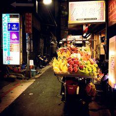 The street in Taiwan : www.pajama-days.com #Taiwan #Taipei #Asia #love #art #street #city #colorful #monocrome #beautiful #design #creative #hipstamatic #vivid #music #trip #travel #traveller #travelgram #siluet #sunset #afternoon #nightview #neon #sign #cafe #market #people #happy #girl