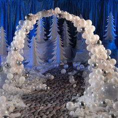 Winter Wonderland Ball, Winter Wonderland Centerpieces, Winter Wonderland Birthday, Dance Decorations, Frozen Balloon Decorations, Winter Party Decorations, Christmas Balloons, Snow Theme, Clear Balloons