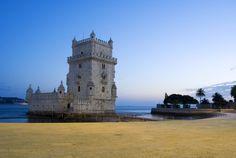 Torre de Belém uma das 11 torres mais famosas do mundo - via UOL Viagem 23.08.2012 | Torre de Belém, Lisboa (Portugal) - Construída entre 1514 e 1520 para proteger o porto lisboeta, a Torre de Belém é um dos grandes feitos arquitetônicos do reinado de D.Manuel 1º e um dos símbolos da Era dos Descobrimentos. É considerada Patrimônio Cultural da Humanidade pela Unesco. Do seu topo, é possível ter uma linda visão do rio Tejo. Aberta a visitas. Mais informações: www.torrebelem.pt