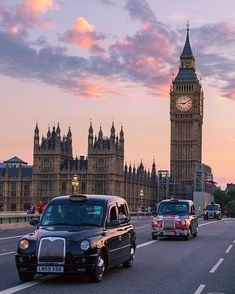 For those for whom culture is associated with shopping, London has more than its share of possibilities. There are campy stores and charming shoppes. City Of London, Big Ben London, London Food, City Aesthetic, Travel Aesthetic, Europa Tour, Places To Travel, Places To Visit, London Travel