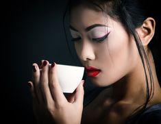 Μάσκα προσώπου: Ο ιαπωνικός τρόπος για να δείχνεις νεότερη Tostadas, Tea Cocktails, Coffee Accessories, Rite Of Passage, Wine And Beer, Coffee Cafe, Dim Sum, Halloween Face Makeup, Goth