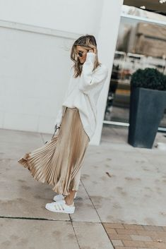 metallic pleated skirt // Adidas superstars // slouchy sweater or tee tucked in Pleated Skirt Outfit, Metallic Pleated Skirt, Long Skirt Outfits, Midi Skirts, Pleated Maxi, Gold Skirt Outfit, Denim Skirt, Mode Outfits, Fall Outfits