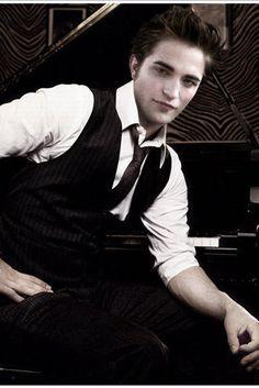 Robert Pattinson aka Edward Cullen
