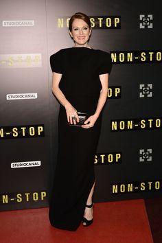 Julianne Moore en robe Balenciaga par Alexander Wang à la première de Non Stop à Paris, le 27 janvier 2014