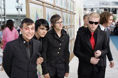 *Frank* 'hello I'm so happy to be here!!' *Gerard* 'hello dar!omg Bob is trying to steel my fabulousness how dare he I'm da master' *Mikey* 'Bob you lookin professional' *Bob* 'I'm da best looking dude in da band right now and cooler den all you'