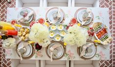 A Guide to Hosting the Ultimate Weekend Brunch: Food, Recipes & Decor Brunch Table, Brunch Food, Brunch Ideas, Brunch Recipes, Party Recipes, Easter Recipes, Easter Food, Easter Decor, Cream Cheese Ball