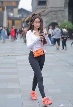 微博 Yoga Pants Girls, Sporty, Asian, Female, Chic, Celebrities, Beauty, Tops, Women