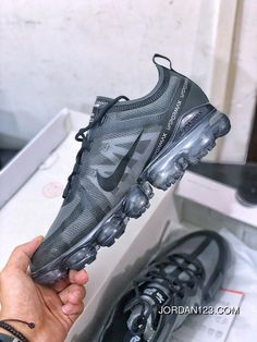 Nike Air VaporMax Run Utility 19ss 2019 AR6631 Grey Men Best Nike Runners, Running Shoes Nike, Nike Shoes, Nike Air Vapormax, Air Jordan Shoes, Nike Men, Air Jordans, Trainers, Kicks
