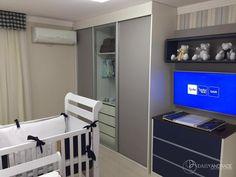 Projeto da Arquiteta Daisy Andrade. Quarto de bebê menino clássico nas cores azul marinho, bege, branco e dourado. Tema de Urso Príncipe. https://www.youtube.com/watch?v=WoV6WdUK8TE