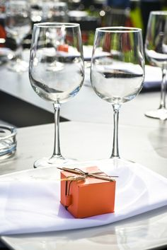 Orange wedding favor packaging. You could do this for a friend when you meet for lunch or at your dinner party.