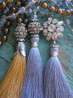 Jewelry Beaded Jewelry Trends Crystal and tassel necklaces Beaded Tassel Necklace, Tassel Jewelry, Fabric Jewelry, Beaded Jewelry, Jewelery, Handmade Jewelry, Jewelry Scale, Tassel Purse, Diy Tassel