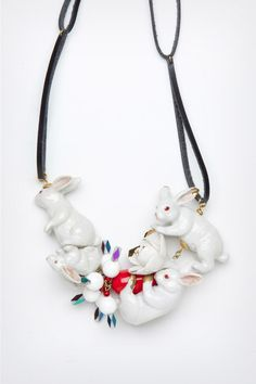 Ceramic Bunny Necklace, by Andrés Gallardo - Spain Big Jewelry, Jewelry Art, Jewelry Accessories, Jewelry Necklaces, Beaded Necklace, Jewelry Design, Fashion Jewelry, Jewelry Ideas, Fashion Accessories