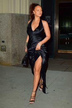 Rihanna Has a New Favorite Bag for Date Night Estilo Rihanna, Mode Rihanna, Rihanna Style, Rihanna Fenty, Rihanna Black Dress, Rihanna Fashion, Rihanna Bikini, Saint Michael, Aaliyah