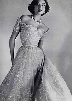 So elegant! I would get married in this! Love the off the shoulder...Chanel Evening Gown 1954 jαɢlαdy