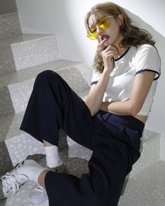 New fashion trends and outfits for teens and young women in spring and summer 2019 Ulzzang Fashion, Ulzzang Girl, Asian Fashion, Girl Fashion, Fashion Outfits, Looks Instagram, Socks Outfit, Inspiration Mode, Foto Pose