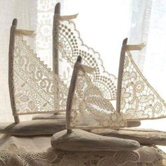Set of Three Beautiful Romantic Driftwood Beach Decor Sailboats w/ Antique and Vintage Lace Sails Seaside Lakeside Cottage Wedding RTS - 4 schöne Driftwood Beach Decor Segelboote von LoveEmbellished - Beach Crafts, Diy And Crafts, Arts And Crafts, Seashell Crafts, Driftwood Beach, Driftwood Art, Beach Wood, Driftwood Projects, Driftwood Ideas