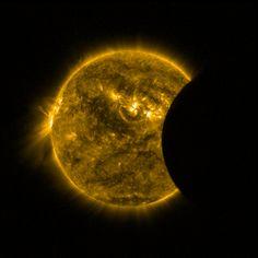 El eclipse de Sol visto desde un satélite