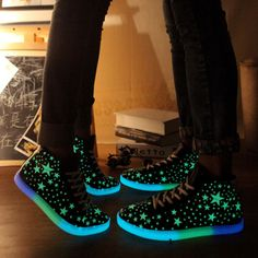 Big Size Fluorescent Light Up Star High Top Lace Up Flat Casual Sport Sneakers