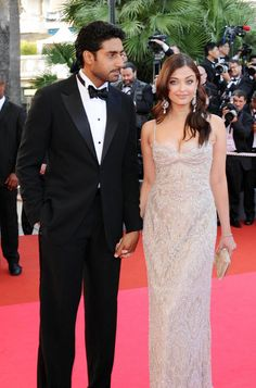 Aishwarya Rai Dazzles In Glamorous Ruffled Gown At Launch Of The Lodha Project (PHOTOS)