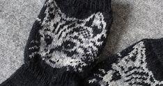 Vielä löytyy joulukuussa neulottua pientä kivaa. Näköjään sitä vaan silloinkin puikot heiluivat vaikka tuntui ettei neuloa ehtinyt olle...