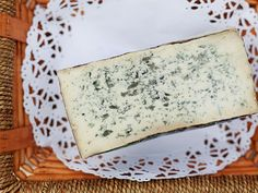 A whiff and a bite of meaty, oozing Taleggio or a sweet, creamy Robiola is proof the French have no monopoly on cheese triumph. Here are some stellar, beloved Italian cheeses that ought to be part of your repertoire. Italian Dishes, Italian Recipes, Italian Foods, French Recipes, Italian Wine, Spanish Cheese, Christmas Cheese, Italian Cheese, Cheese Appetizers