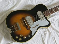 small body, Kelvinator headstock, very clean, these are not easy to find