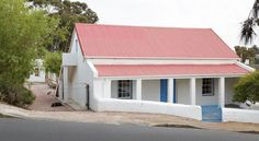 This bolt hole of a creative couple mixes homely comforts with personality and style. South African Homes, Village Houses, Farm Houses, Cape Dutch, Stone Cottages, Vernacular Architecture, Beaches In The World, Most Beautiful Beaches, House Plans