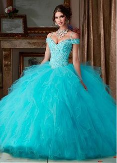 Gorgeous Tulle Spaghetti Straps Neckline Ball Gown Quinceanera Dresses With Beadings