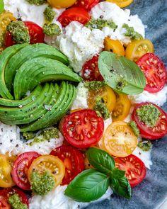 Avocado Caprese Salad | Clean Food Crush Vegan Recipes Easy, Clean Recipes, Keto Recipes, Homemade Pesto Sauce, Clean Eating, Healthy Eating, Healthy Food, Side Salad Recipes, Easy Family Meals