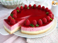 - Recipe Dessert : Raspberry mousse cake - Video recipe by. White Chocolate Mousse Cake, Raspberry Mousse Cake, White Chocolate Raspberry, Chocolate Blanco, Chocolate Cake, Food Cakes, Tea Cakes, Bavarois Recipe, Condensed Milk Cake