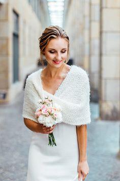 bridal knitwear Braut Pullover Fotografie: Socha Fotografie Oberteile: marryandbride x Frieda Therés Haare & Makeup: Make Up Artist Daniela Brautkleider: Soeur Coeur