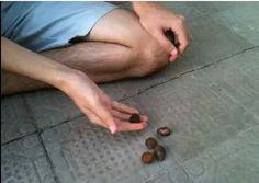 La payana o payanca o payaya es un juego infantil que se practica con cinco piedras pequeñas u objetos similares, que consiste en ir tomándolas del suelo al tiempo que se arroja una de ellas al aire y se vuelve a tomar sin que caiga al piso.