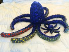Octopus with buttons on legs