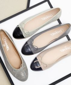 Chanel two-tone kidskin suede and lambskin ballet flats Chanel Fashion, Fashion Flats, Coco Chanel, Chanel Ballet Flats, Chanel Pumps, Chanel Beauty, Ballet Shoes, Shoe Boots, Shoes Sandals