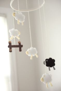 Nursery mobiles are usually ridiculously expensive, so I decided to make my own. I sketched out a few sheep until I had a shape and size tha. Sheep Mobile, Felt Mobile, Baby Mobile, Baby Kostüm, Baby Kind, Baby Love, Counting Sheep, Ideias Diy, Baby Crafts
