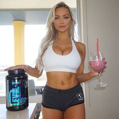 lindsey–pelas:More hotties ➡️ HERE - Fitness Girls Girls With Abs, Lindsay Pelas, Fit Women, Sexy Women, Bra Cup Sizes, T Shirt Diy, The Help, Fitness Models, Human Body