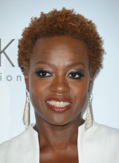 This hair color is perfect for her! As if we couldn't love Viola Davis any m… – Hush Beauty Bar … Big Chop Natural Hair, Be Natural, Natural Hair Care, Natural Beauty, Natural Glow, Natural Life, Twa Hairstyles, Celebrity Hairstyles, Black Hairstyles