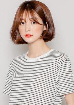 Preload Korean Short Hair Bob, Curled Hairstyles, Short Bob Hairstyles, Short Brown Bob, Golden Brown Hair, Brown Hair Inspiration, Shot Hair Styles, Hair Affair, Asian Hair