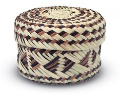 Tortillero hecho de tejido doble de palma, proveniente de la Sierra Tarahumara, Chihuahua. http://www.mexicanisimo.com.mx/tortillero/#header