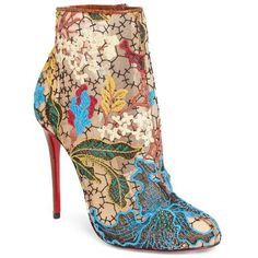 Women's Christian Louboutin Miss Tennis Short Boot (17.490 ARS) ❤ liked on Polyvore featuring shoes, boots, ankle booties, heels, scarpe, zapatos, floral multi, lace ankle boots, floral booties and heeled boots