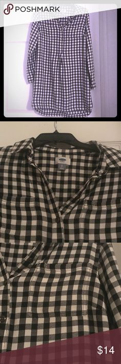 Black and White Checked Shirt Dress⚫️⚪️ Long sleeved, black and white checked shirt dress. Buttons halfway down. Slight high-low style. Old Navy brand. In excellent condition.   Great for anytime of the year! Pair with tights and boots in the cooler months. Add a leather jacket and booties for the spring. Old Navy Dresses Mini