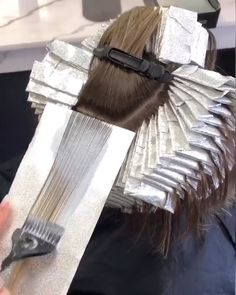 Here's a way how hairstylists color someone's hair with highlights for medium length or long length, if you want to try it someday. Medium Hair Styles, Curly Hair Styles, Natural Hair Styles, Costume Noir, Rides Front, Hair Essentials, Hair Color Techniques, Hair Transformation, Cute Hairstyles