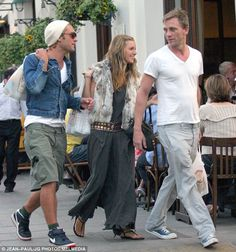 Love triangle: Jude Law and Sienna Miller pictured together with Daniel Craig in North London in 2004 Rachel Weisz, Jude Law Style, Sienna Miller Style, Sienna Miller Hair, Casual Outfits, Fashion Outfits, Fashion Trends, Fashion Tips, Daniel Craig James Bond