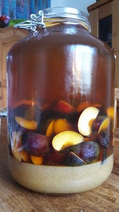 Anja Selbst gemachter weihnachtlicher Pflaumen - Zimt - Likör 5 There are some other tricks of the p Healthy Eating Tips, Healthy Nutrition, Summer Drinks, Cocktail Drinks, Cocktail Garnish, Food Garnishes, Prune, Dessert Buffet, Vegetable Drinks