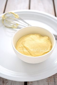 Crème pâtissière- Konditorcreme - Ein Grundrezept für eine französische Crème pâtissière, auch Konditorcreme oder Vanillecreme g - Profiteroles, Eclairs, Italian Pastries, French Pastries, Sweet Recipes, Cake Recipes, Dessert Recipes, Torte Recipe, Cake Fillings
