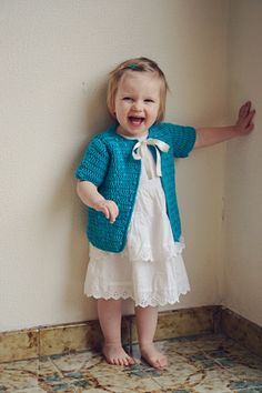 Cute summer cardi for toddlers - Free pattern by Julia Vaconsin.